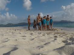 Sandy Cay, envahie par deux bateaux pirates